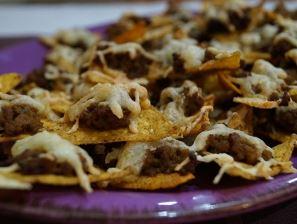 Chipsy tortilla z mięsem mielonym i serem
