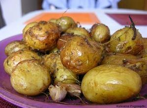 Ziemniaki pieczone z tymiankiem i czosnkiem