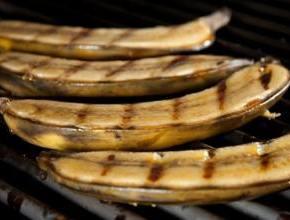 grillowane banany na ostro