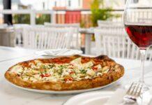 pizza-w-restauracji